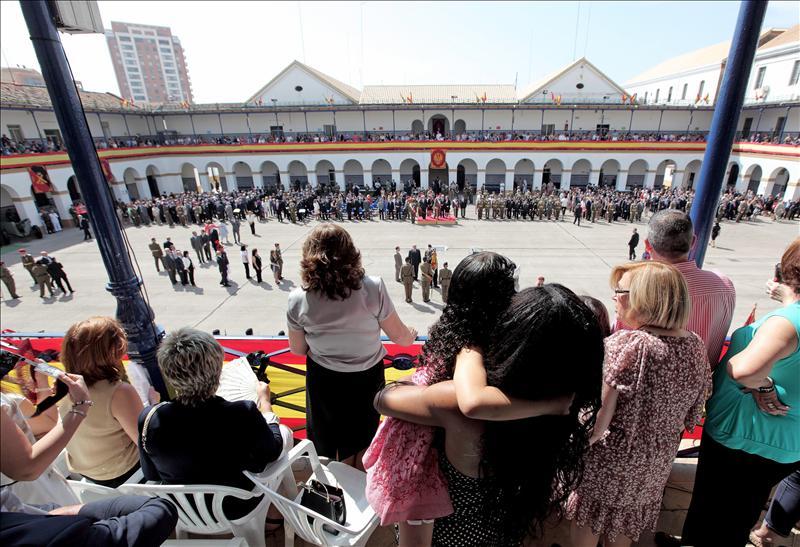 Unas 500 personas juran la bandera española en un acto militar en Valencia