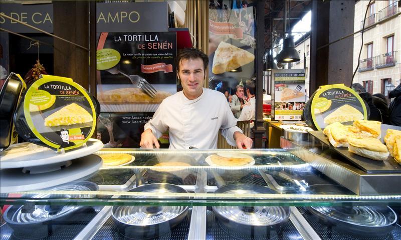 Croquetas y «hot dog» de butifarra para llevar desbancan a la comida rápida