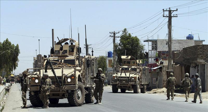 Mueren seis niños y sus padres en un bombardeo de la OTAN en el este afgano