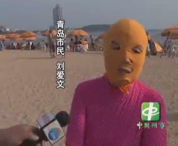 El »face-kini», la extraña moda que triunfa en playas chinas para no ponerse morenos