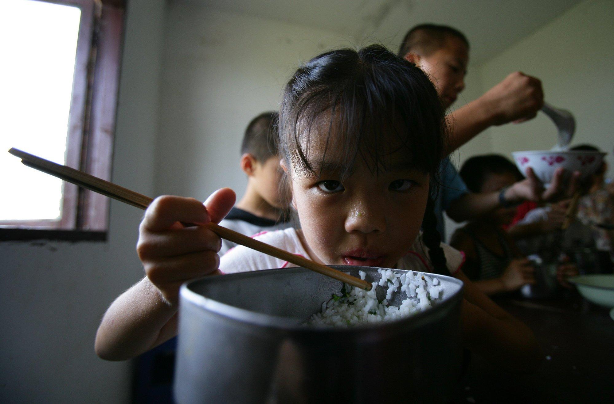 China investiga el uso de niños como cobayas para probar arroz transgénico
