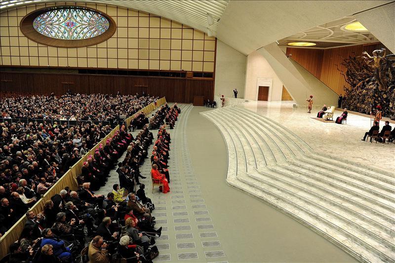 El Papa dice que en torno al actual ser humano crece un desierto espiritual