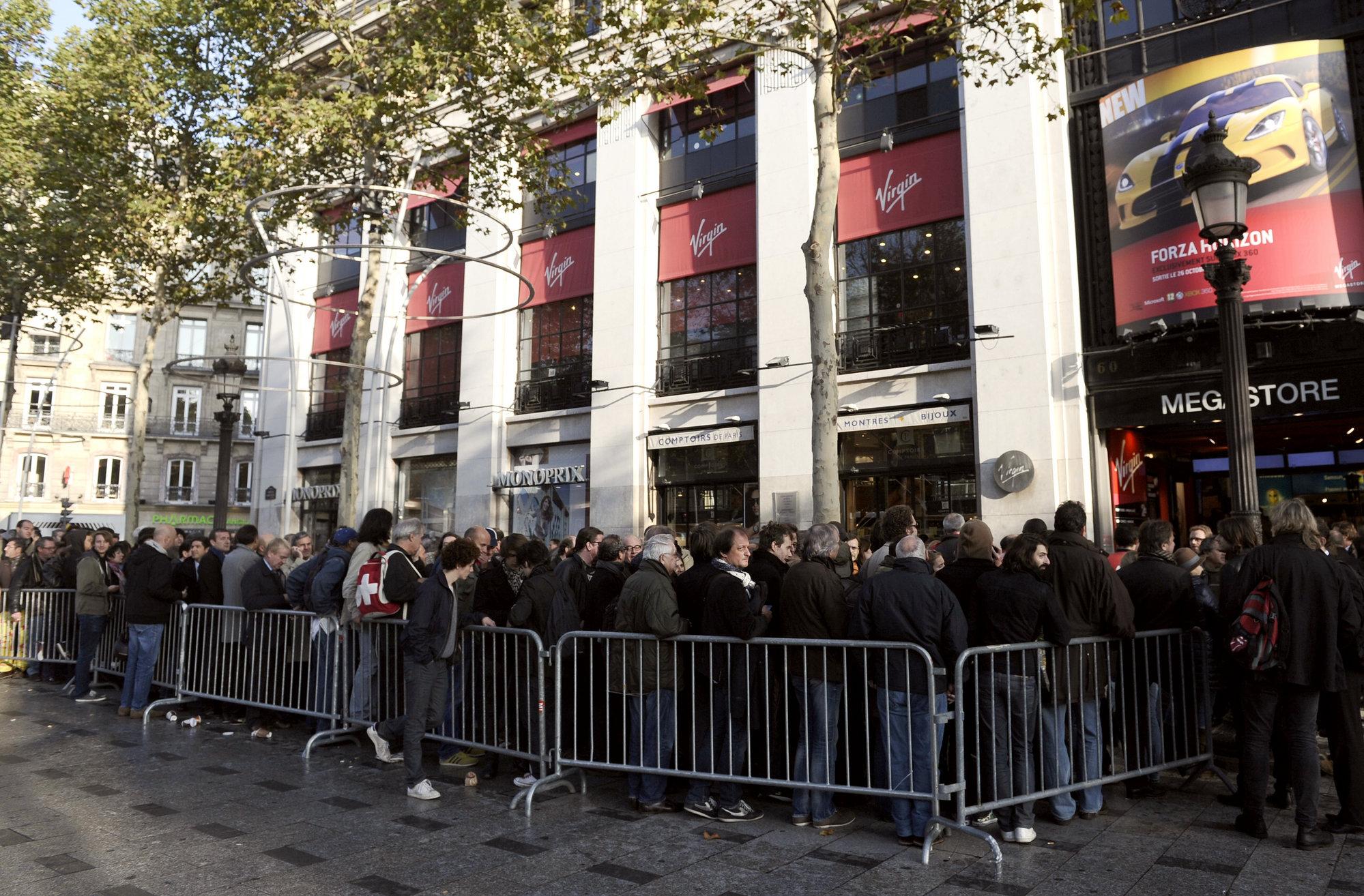 Cientos de fans hacen cola para conseguir entradas del concierto de los Stones