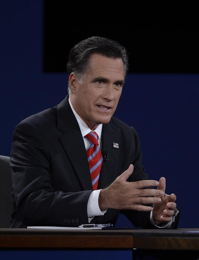 NYT ve a un Romney más fuerte, pero su problema es convencer en los estados indecisos