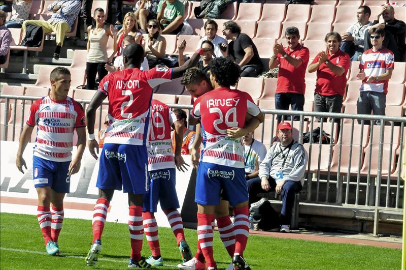 El Granada CF respira tranquilo y seguirá jugando en Los Cármenes
