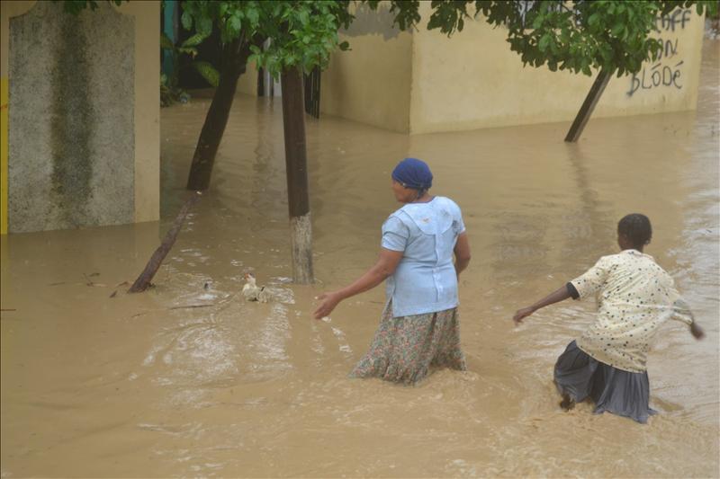 Un fortalecido «Sandy» toca tierra en el sureste de Cuba con categoría 2