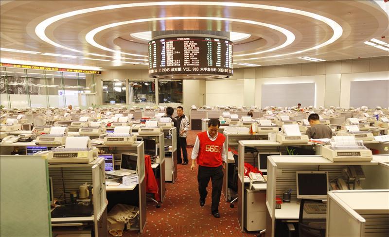 El índice Hang Seng baja el 0,02 por ciento, o 3,54 puntos, a media sesión