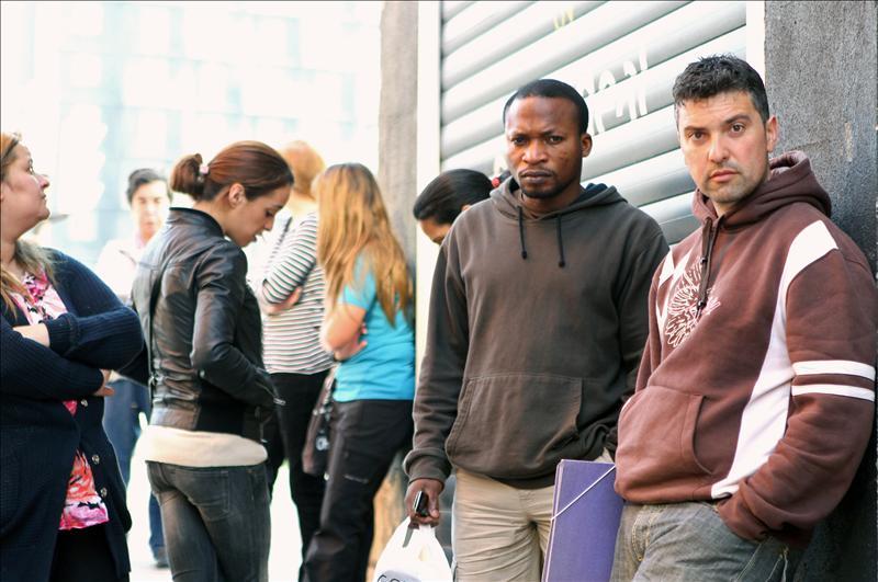 La tasa de paro juvenil desciende hasta el 52,34 por ciento, según la EPA
