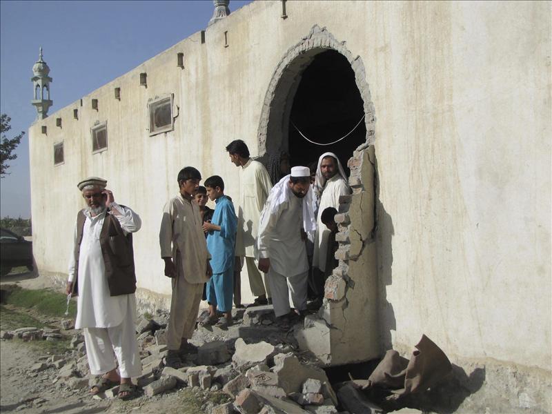 Mueren 28 personas en un ataque suicida ante una mezquita en Afganistán