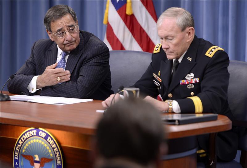 Panetta admite que la falta de información impidió actuar antes en el ataque en Libia