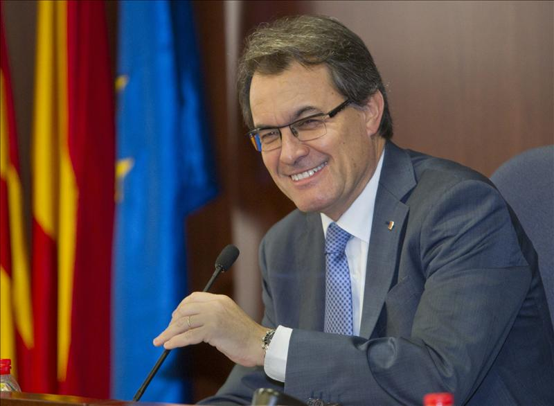 Camacho llama «cobarde» a Mas por esconderse tras «el mayor desafío» a España