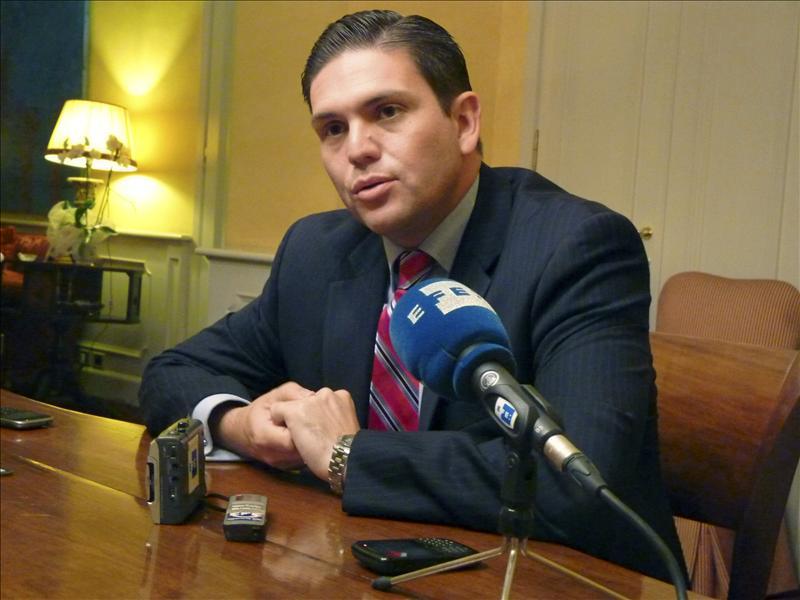 Pinzón dice que en 2012 se desmovilizaron 1.000 guerrilleros de las FARC