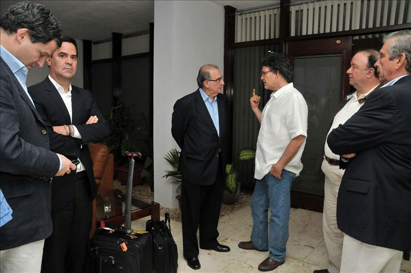 Las FARC muestran su voluntad de alcanzar la paz y declaran una tregua unilateral