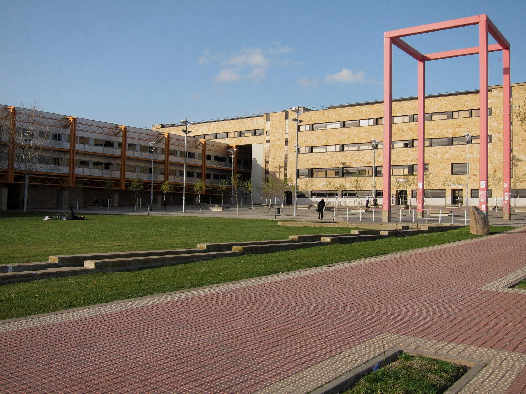 Una decena de estudiantes universitarios convive con mayores para ahorrarse el alquiler en Salamanca