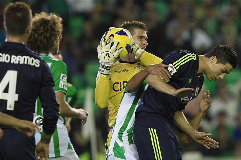 1-0. El Betis restaña heridas del derbi y deja k.o. al Real Madrid
