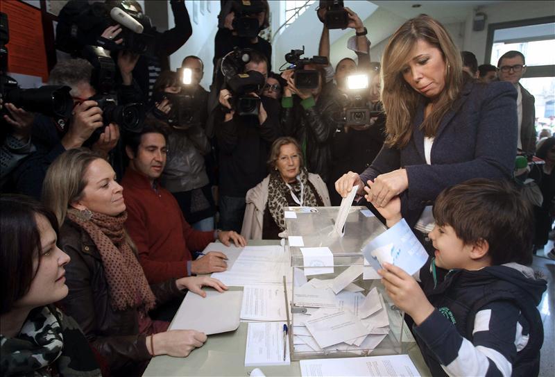 Camacho anima a votar porque «está en juego la convivencia»