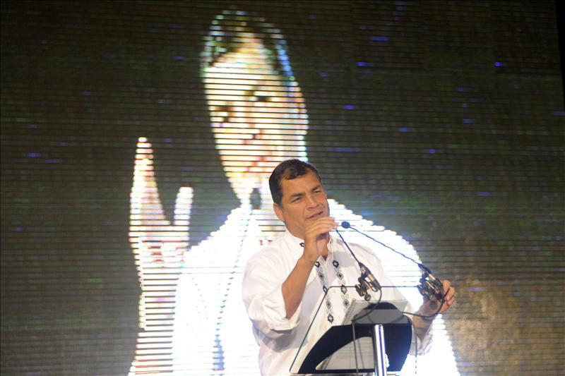 Rafael Correa llama a los ecuatorianos en España a «rebelarse» ante el «abuso criminal» de los desahucios