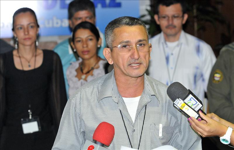 Las FARC se defenderán si son atacadas y acusan al Ejército de simular combates