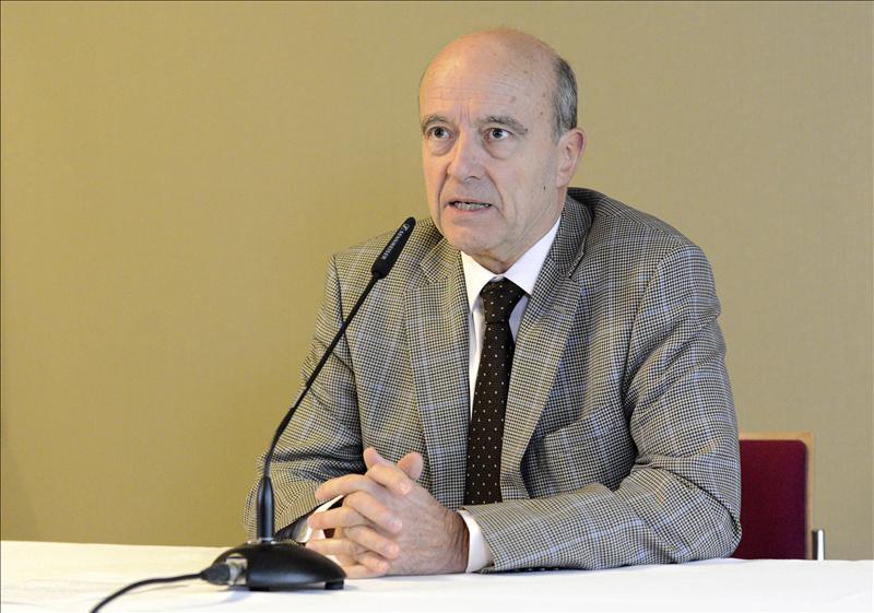 Juppé cree que tiene «muy pocas opciones» de éxito en su mediación en la UMP