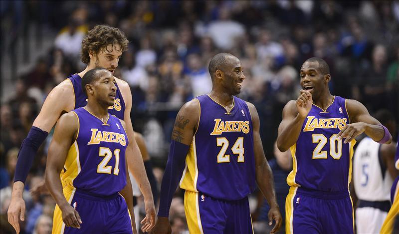 Los Lakers arrasan en Dallas y ganan su primer partido como visitantes