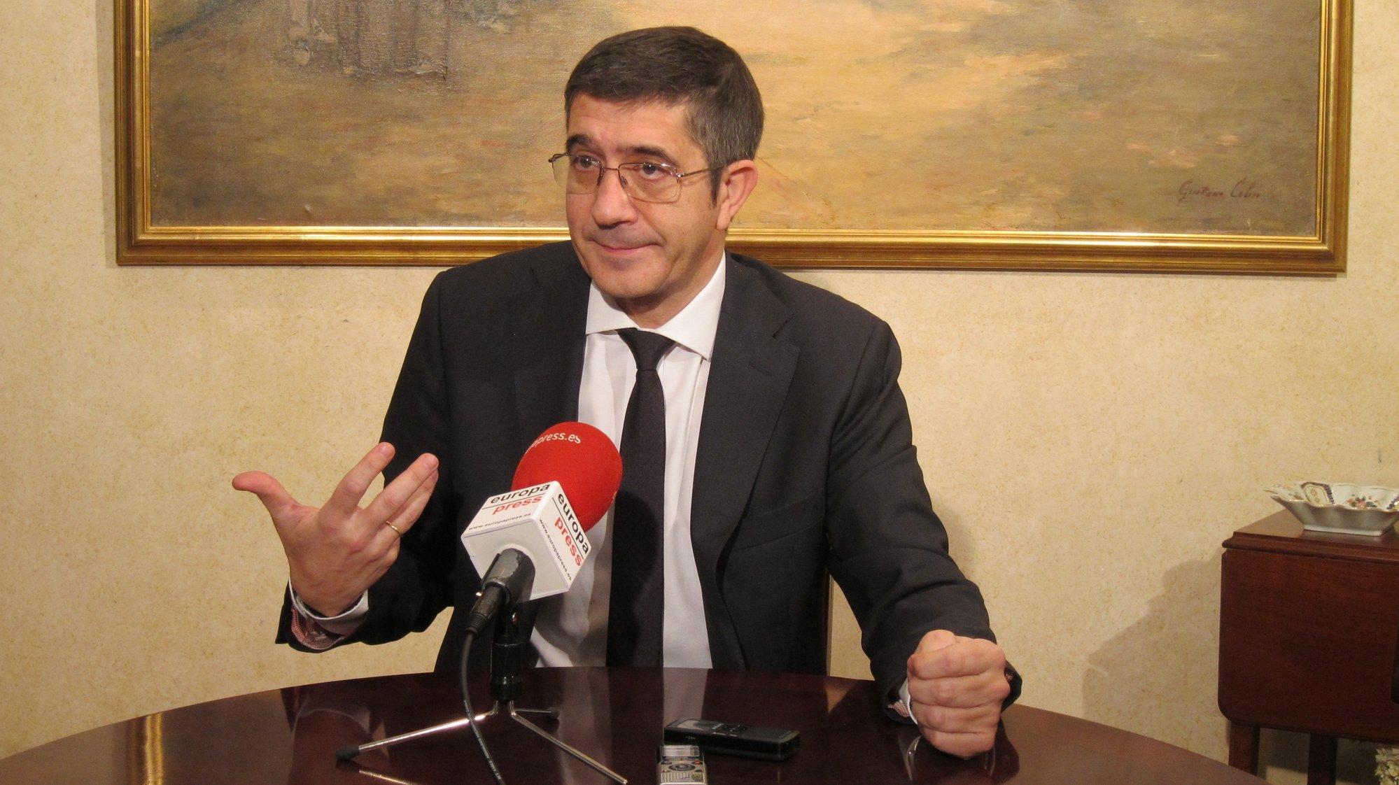 López pide a Urkullu que «vuelva a casa» y proponga su nuevo estatus en la Cámara antes de plantearlo »de saque» a Rajoy