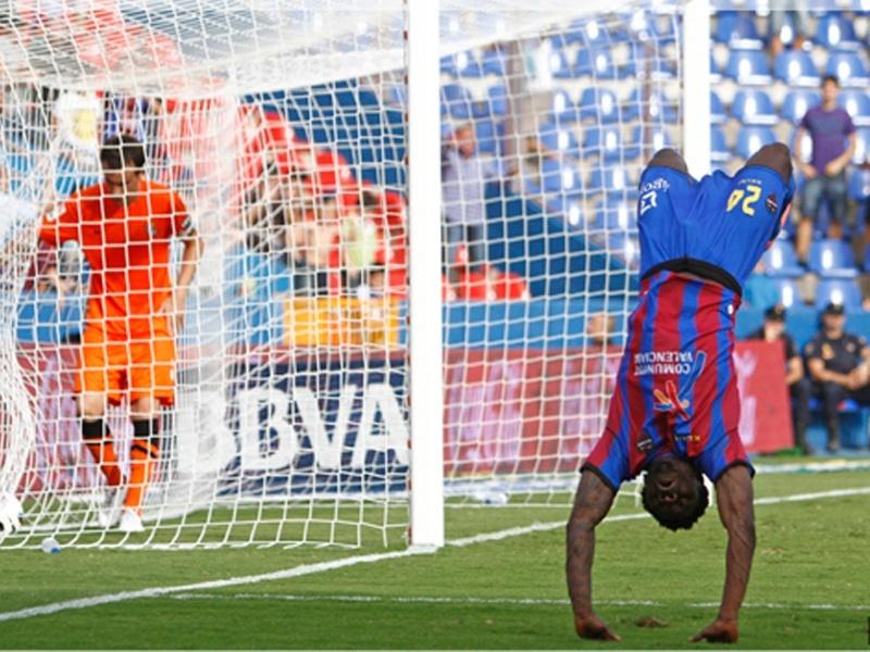 Martins entra en la lista »granota» para el duelo del Barcelona