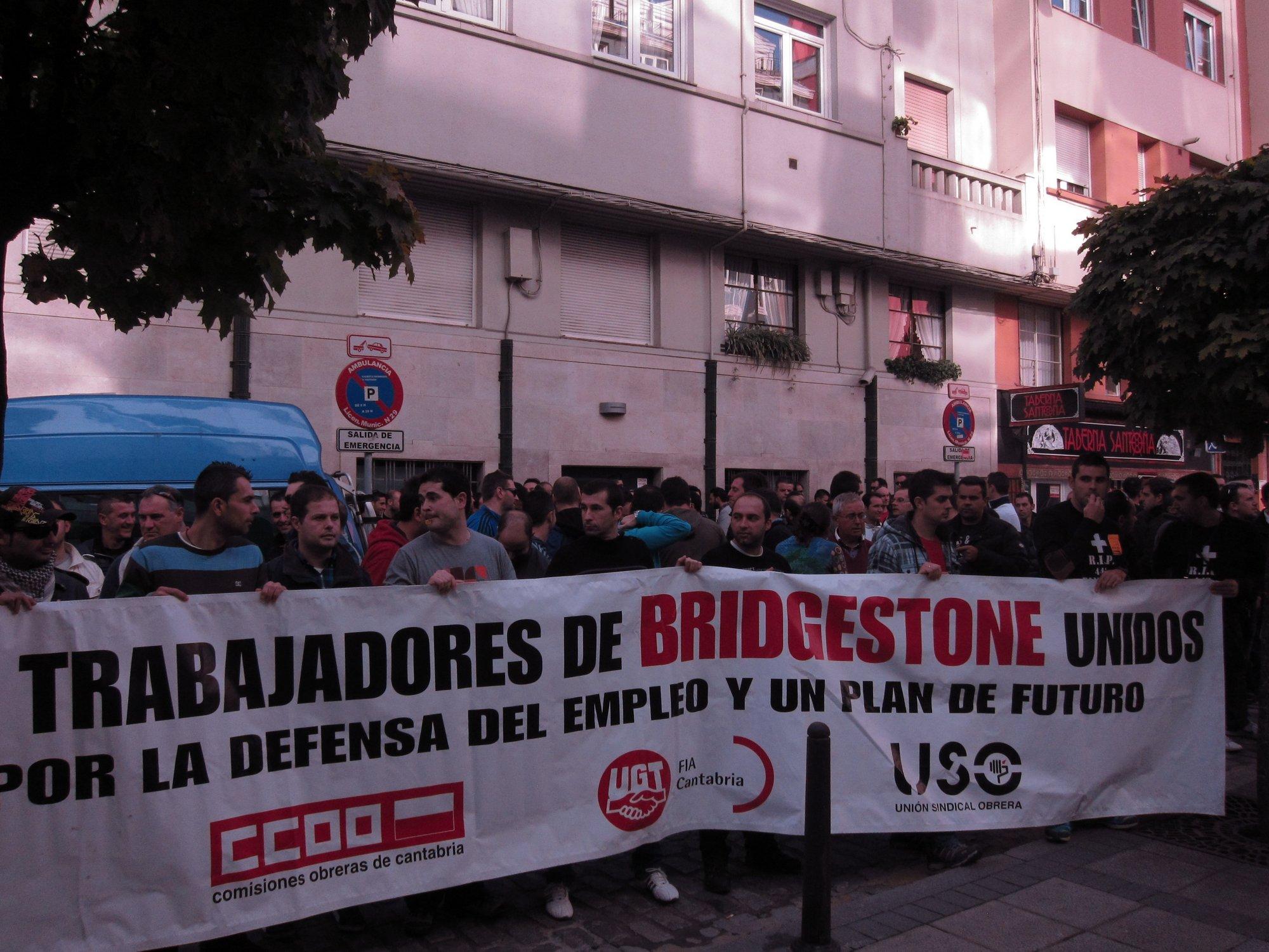 Miles de personas se manifiestan en Torrelavega en apoyo a los trabajadores de Bridgestone