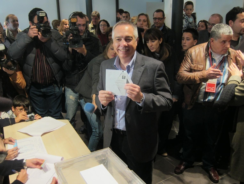 Navarro vota y asegura que estas elecciones son trascendentales para Catalunya