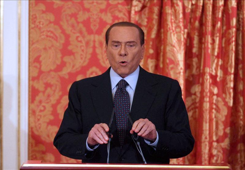Berlusconi asegura ahora que considera «volver al terreno de juego»