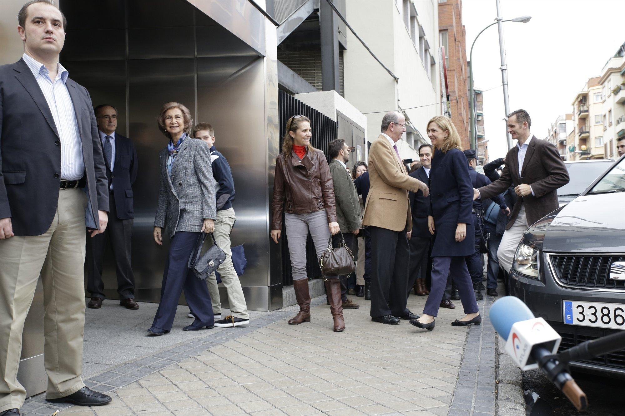 Toda la Familia Real, incluido Iñaki Urdangarin, visita al Rey en el hospital