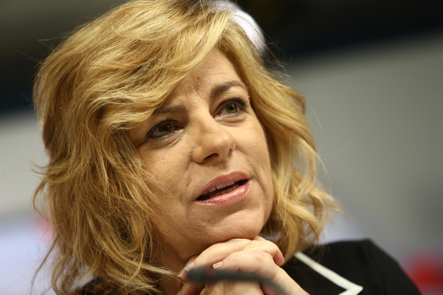 Valenciano denuncia «los gobiernos que recortan la lucha contra la violencia de género»