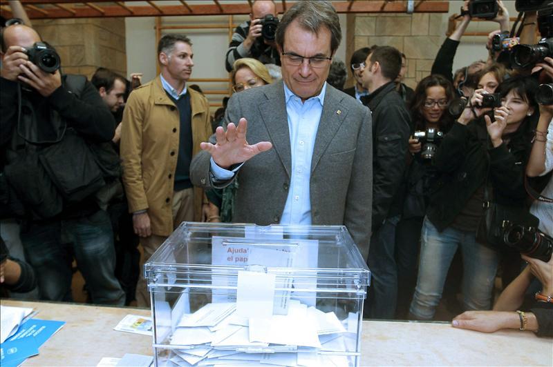 CIU no se baja del burro y sigue pensando en una consulta sobre el futuro de Catalunya