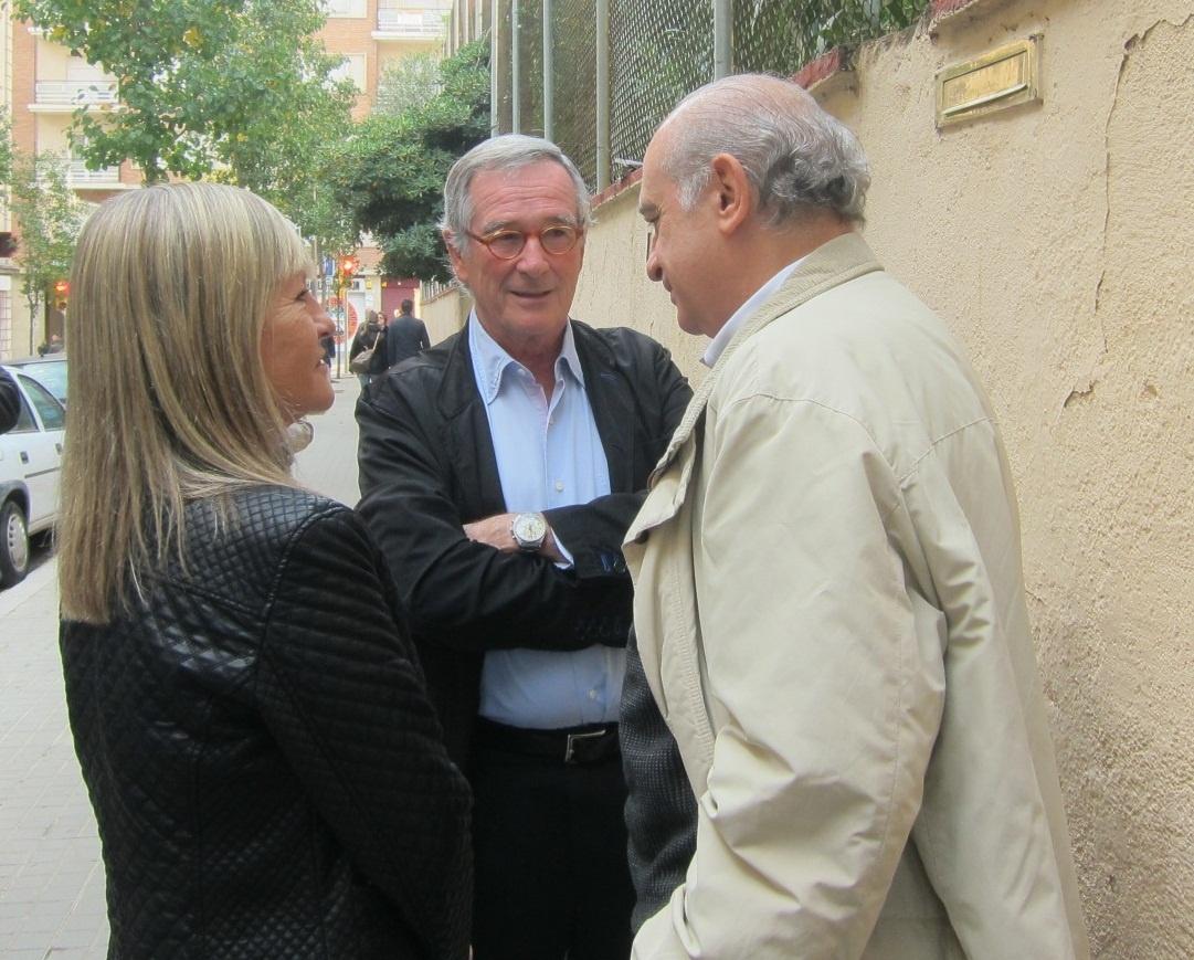 El ministro del Interior y el alcalde de Barcelona coinciden en el mismo colegio electoral