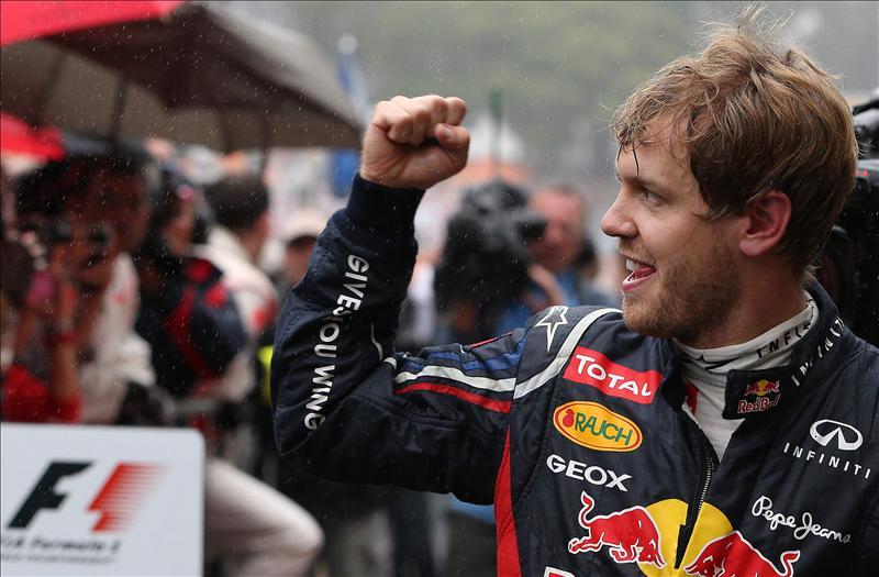 Alemania celebra el tercer título de Vettel y lo compara con Fangio y Schumacher