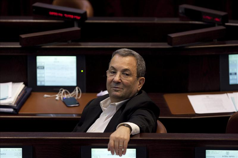 El ministro de Defensa israelí, Ehud Barak, anuncia su retirada de la política