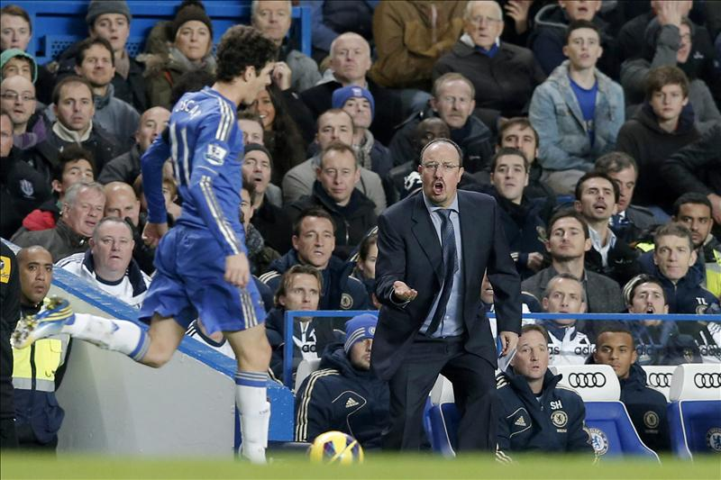 Benítez se mostró «desafiante» y «confiado» ante las críticas, dice la prensa británica