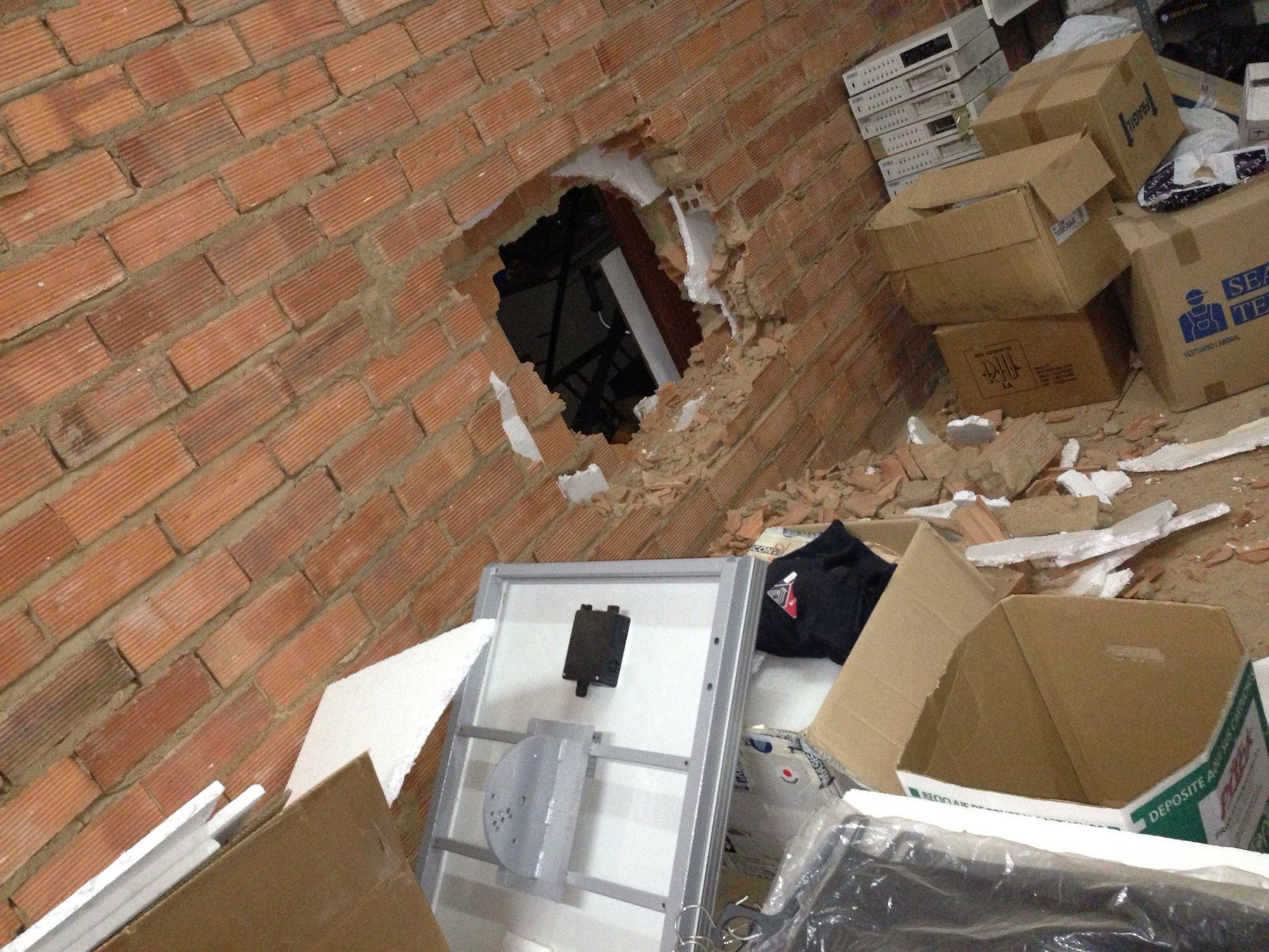 Desconocidos entran a través de un butrón en La Algodonera de Mérida y roban 1.600 euros de la caja fuerte
