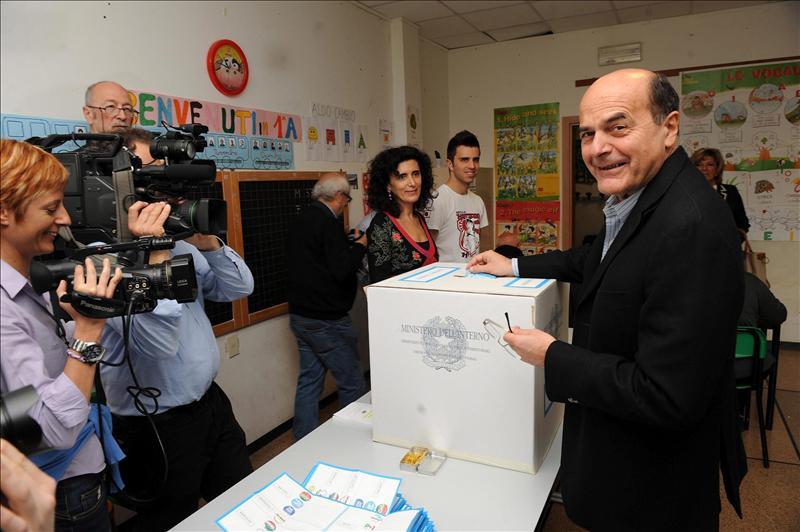 Duelo Bersani y Renzi en segunda vuelta de las primarias del centroizquierda