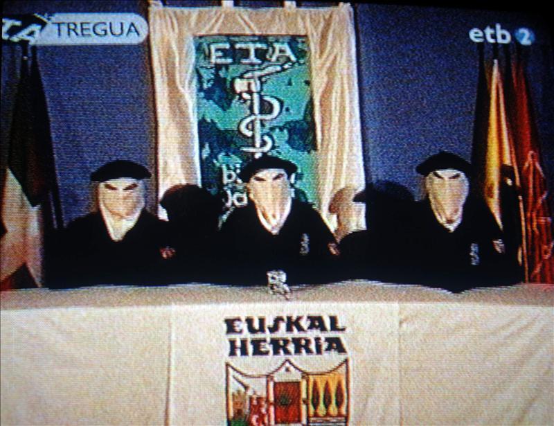 Francia reitera su llamamiento para la «disolución completa» de ETA