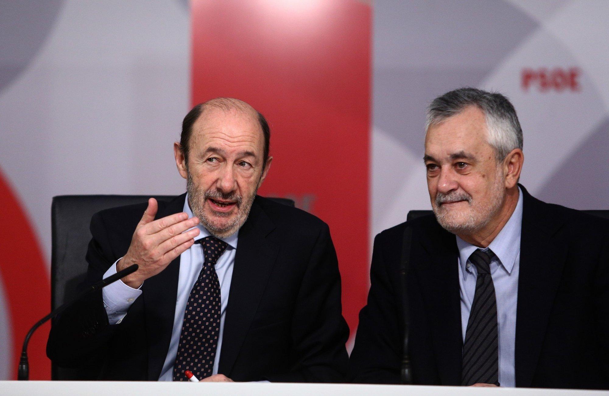Griñán pide un PSOE unido, con un proyecto «integrador» por la convivencia en Cataluña