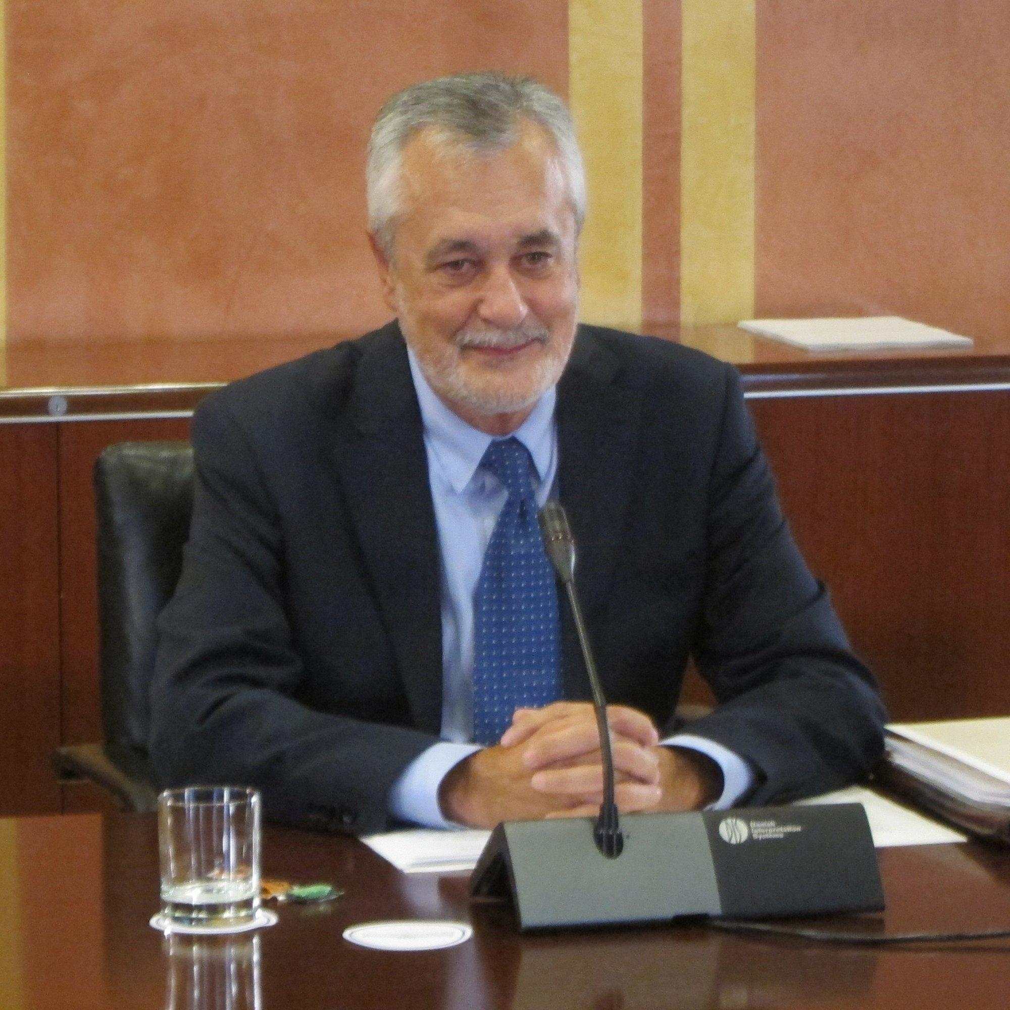 Griñán, satisfecho con el dictamen aprobado por la comisión de investigación de los ERE