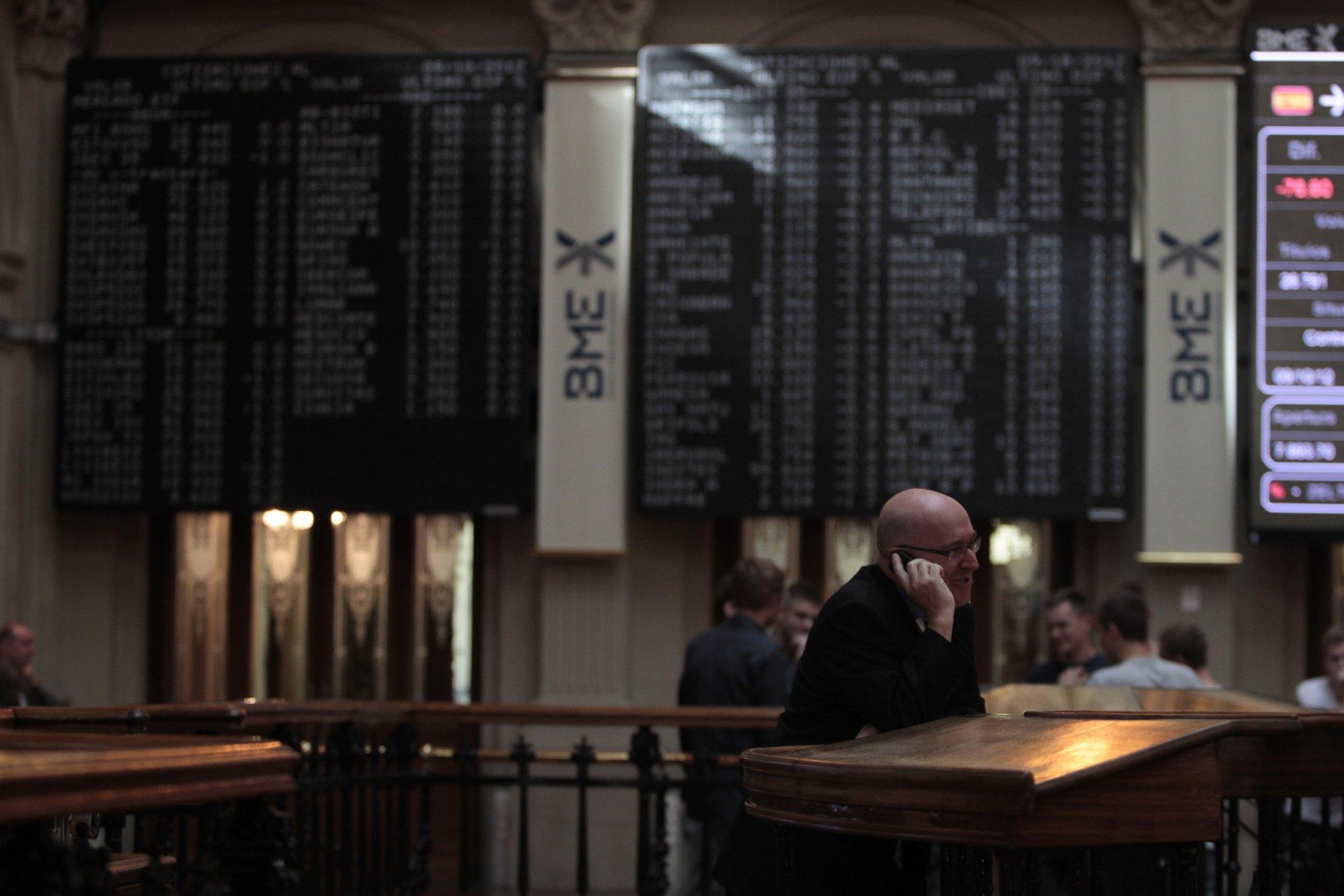 La bolsa y la prima se mantiene estables pendientes del rescate griego