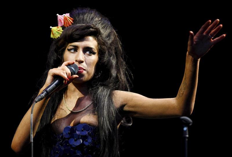 Amy Winehouse llega a la National Portrait Gallery de Londres