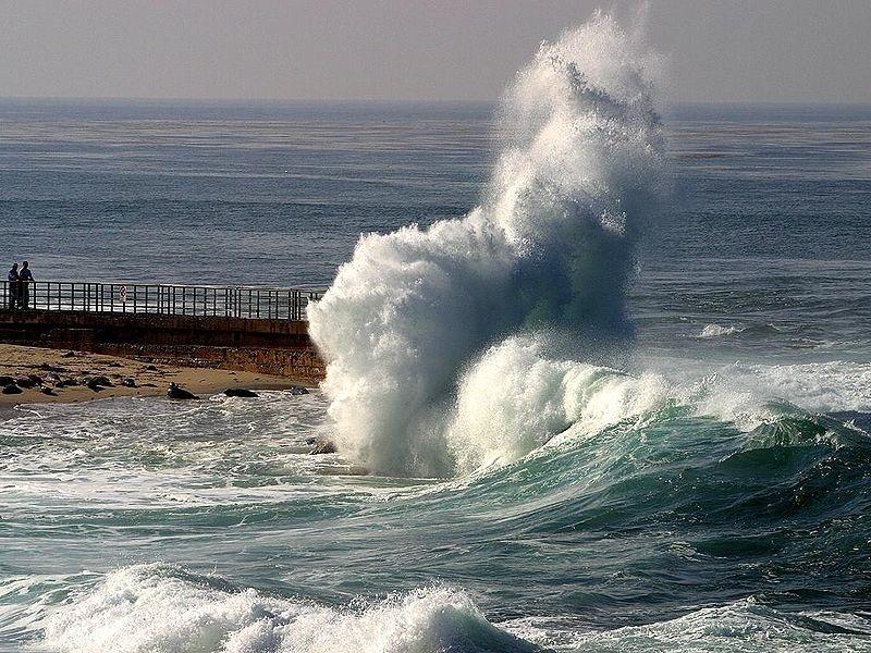 El litoral gallego permanece este lunes en alerta por fenómenos costeros