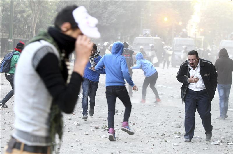 Crece la presión sobre el presidente Egipcio, que ofrece diálogo a los opositores