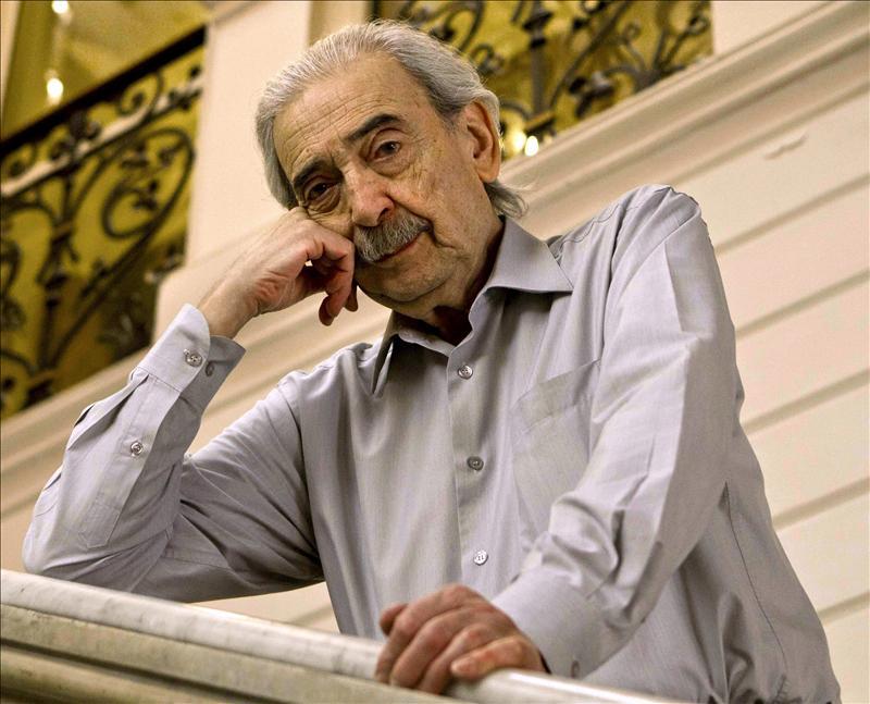 Juan Gelman dice que «para que la palabra sea insurgente tiene que tocar el corazón»