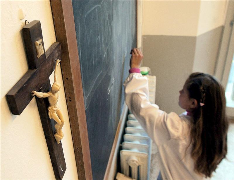 Negarse a impartir religión en la escuela pública es inconstitucional