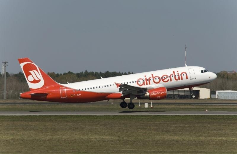 Air Berlin anuncia que habrá más vuelos a Palma, pese al recorte de 900 empleos y la reducción de su flota a 142 aviones