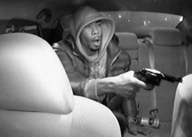 Asalta un taxi a punta de pistola en el Bronx y dispara tres veces al conductor