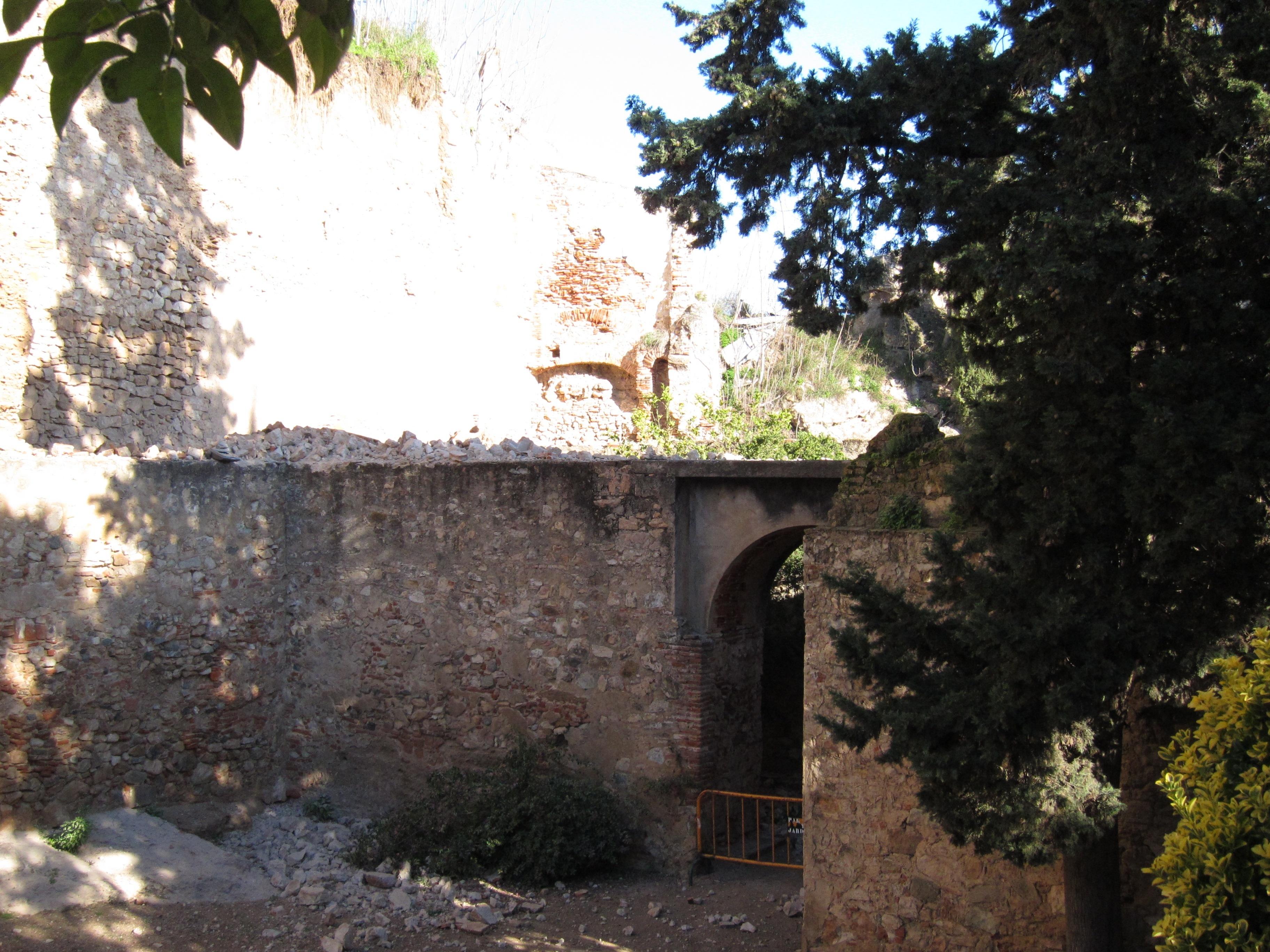El Ayuntamiento de Badajoz achaca el derrumbe de la muralla a que ésta lleva «siglos sin que nadie le preste atención»